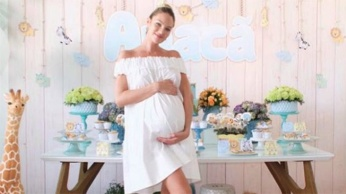 1280_candice_swanepoel_baby_shower_instagram